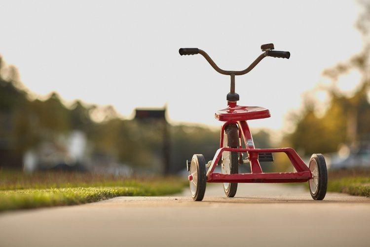 Bicikl sa pomoćnim točkićima za decu