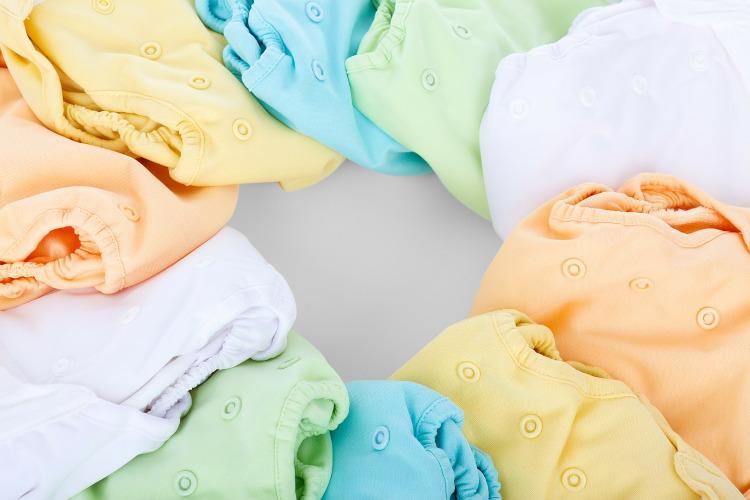 složene šarene benkice za bebe