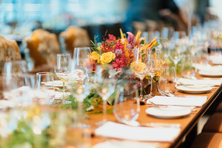 Postavljen svečan sto za proslave