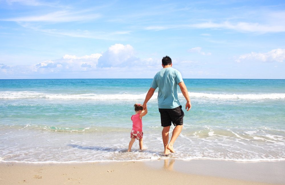 otac-dete-plaža